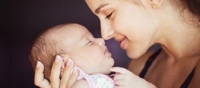 Ibu Mengurus Bayi yang Baru Lahir