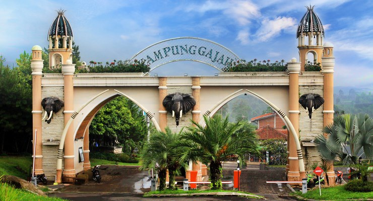 Pintu Gerbang Kampung Gajah Wonderland