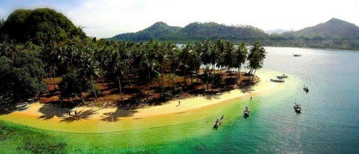 Menikmati Snorkeling di Pulau Pasumpahan, Sumatera Barat