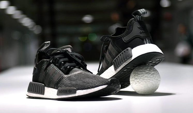 Sneakers Adidas Hitam